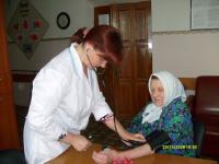 Медсестра Фомина Ю.А. за выполнением процедуры измерения АД